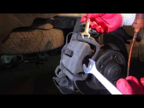 Замена задних колодок Рено Сценик 3 с электро ручником.Ремонт автомобиля своими руками.