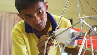 getlinkyoutube.com-กระบี่มือหนึ่ง : มือหนึ่งทำเครื่องบินจำลอง (9 มี.ค 58)