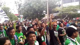The Jak Di Tengah-Tengah Barisan BONEK