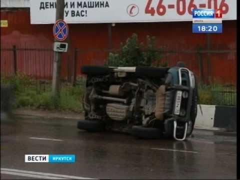 Перевернувшийся микроавтобус парализовал движение в центре Иркутска
