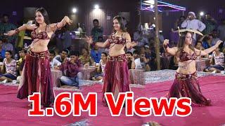 getlinkyoutube.com-Dubai Desert safari - Belly dance by Veronica