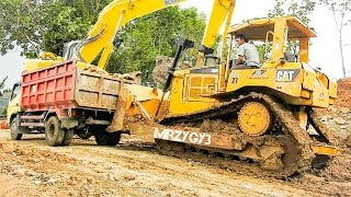 getlinkyoutube.com-Dump Truck Slip And Stuck CAT D6R Bulldozer Komatsu PC228 Excavator Working