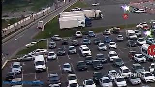 getlinkyoutube.com-【~衝撃~交通事故の瞬間 2013】 世界を震撼させた交通事故集 ドライブレコーダー PART9 HD