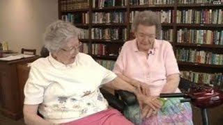 getlinkyoutube.com-Elderly lesbians finally 'come out', marry