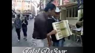 getlinkyoutube.com-الداعور يتحدى عازفي الأكورديون الأجانب في الشارع
