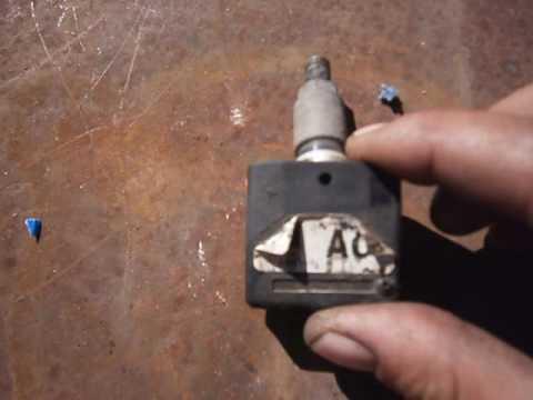Замена батарейки в датчике давления в шине