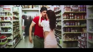 Varun dhawan and Jacqueline Fernandez kissing scene