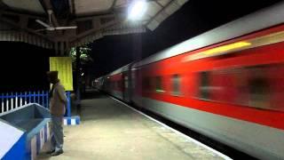 getlinkyoutube.com-12301 Howrah Rajdhani Express , A night blast!