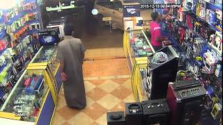 getlinkyoutube.com-Catching Thief In a Mobile Shop |  robbery in a mobile shop