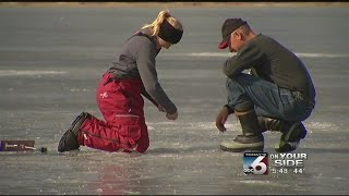 getlinkyoutube.com-Father-daughter sets record while ice fishing