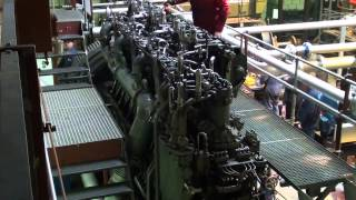 getlinkyoutube.com-MAN F6V35 World War 1 U-boat diesel engine load run
