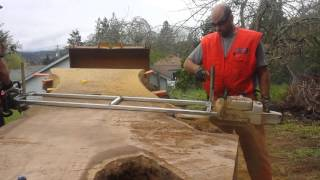 getlinkyoutube.com-Walnut slabs with 6 ft. Alaskan mill dbl head 880 stihl
