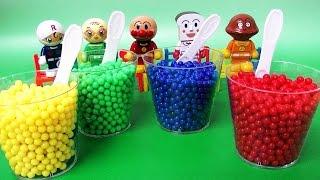 getlinkyoutube.com-アンパンマン おもちゃ☆アニメ カップのビーズのなかになにかがかくれているよ Anpanman Toys