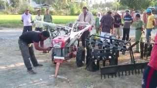getlinkyoutube.com-Acara Bagi2 Traktor QUICK... GRATIS waooow