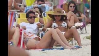 getlinkyoutube.com-Thammy Miranda vai à praia e namorada atrai olhares pelo corpão