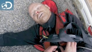 getlinkyoutube.com-Mauvaise chute - Bear Grylls : Survivez, vous êtes filmés