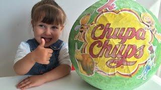 getlinkyoutube.com-Открываем  гигантский шар Чупа Чупс Пчелка Майя. шоколадные шары (яйца)с сюрпризом