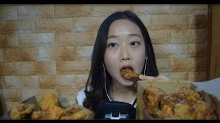 getlinkyoutube.com-[한국어 ASMR] 노랑통닭 잇팅사운드 Chicken Eating Sound + Talking