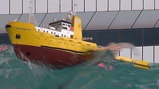getlinkyoutube.com-RC Offshore Tug in BIG WAVES - HAPPY HUNTER - Piratenmeer Büsum
