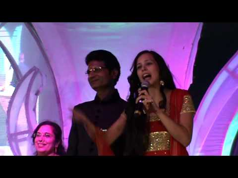 Anchor host Sunaina Singh hosting sangeet sandhya and marriage show