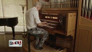 Revolutionary organist