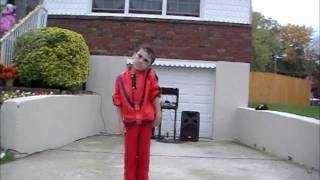getlinkyoutube.com-5 Year Old Thriller