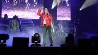 getlinkyoutube.com-Michael Jackson (The Legacy Tour) Showcase - Thriller