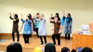 Upsi Tarian Lagu Asing (Aankhen Khuli Ho Ya Ho Band)