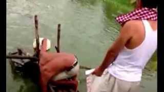getlinkyoutube.com-أغرب طريقة صيد سمك شي غريب