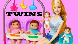 getlinkyoutube.com-Barbie Baby TWIN Babysitter Babysitting Color Change Boy Girl Feeding Babies Barbie Doll Video