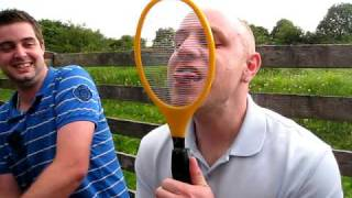 getlinkyoutube.com-Electric Fly Swat on my tongue - ouch!