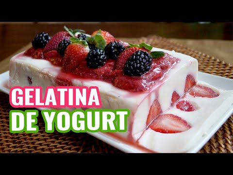 Gelatina de Yogurt con Salsa de Fresas ♥ Yogurt Jello with Strawberry Jelly ♥ Postres Navideños