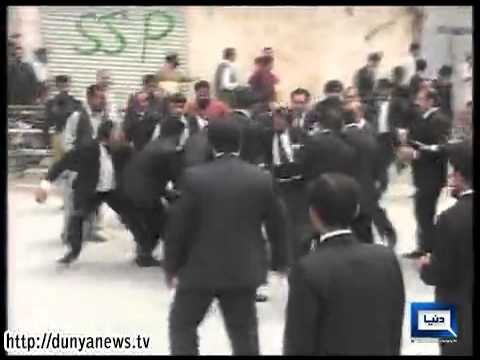 Dunya News-Fight between Police & Lawyers in Quetta