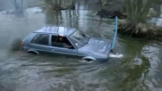 """getlinkyoutube.com-Vw Golf 2 """"płynie"""" przez rzekę !!!"""