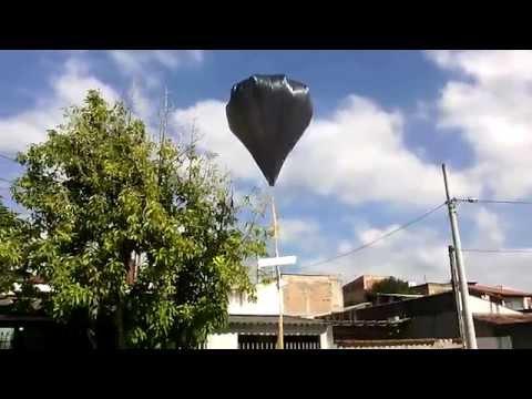 balão solar solta avião de isopor