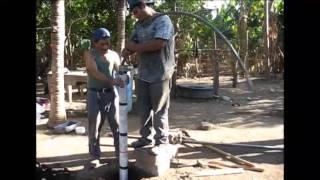 getlinkyoutube.com-Perforacion manual con Tube Bailer - Nicaragua