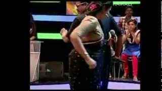 getlinkyoutube.com-Malayalam hot Serial Actress Kavitha nair in sari hot Dance