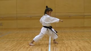 getlinkyoutube.com-7 Year Old Girl Karate Master | Incredible Kankudai Demo