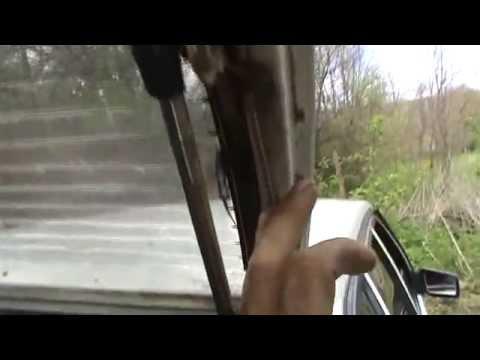 Что сделать с дверью багажника гремит постоянно
