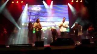 getlinkyoutube.com-Sergio Saas E Raiz Coral Cantando Tocou-Me No Show De Lançamento do DVD Vencedor