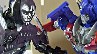 getlinkyoutube.com-Transformers Age of Extinction Stop Motion: Optimus Prime VS Lockdown-The Final Battle