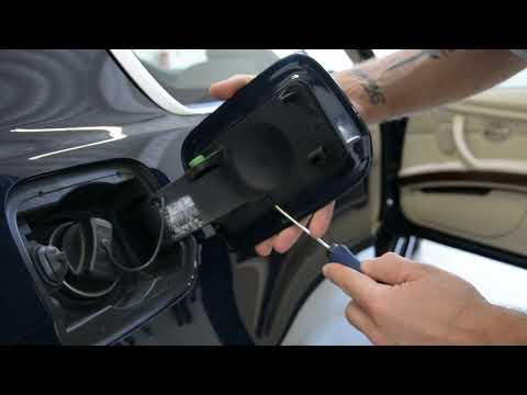 Gas cap cover removal BMW 3 e92