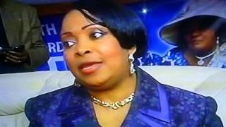 getlinkyoutube.com-Bishop Emie Kutino tres honoree par maman Olangi W