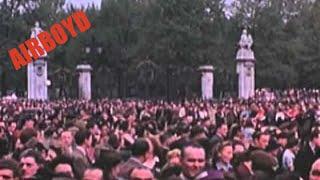 getlinkyoutube.com-VE Day London (1945)