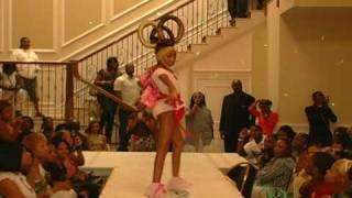 getlinkyoutube.com-DivaDavanna walks Latex Hair Show