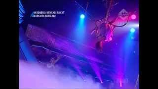 getlinkyoutube.com-Yohanna Harso Chandelier Acrobatic and Pole Dance
