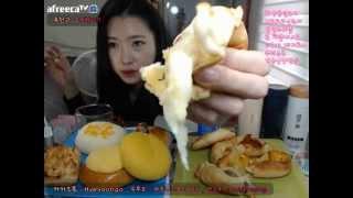 getlinkyoutube.com-피트니스요정) 탐앤탐스프레즐 뜌레쥬르 화장품밀크티 먹방 eatingshow 151011