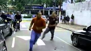getlinkyoutube.com-Motorista bêbado bate em carro de policial e inicia briga - UOL Notícias