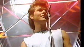 getlinkyoutube.com-A-ha - The Sun Always Shines On TV - TOTP 1986