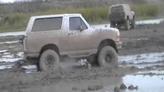 getlinkyoutube.com-Ford Bronco 4x4 mudding     las milpas mudpit
